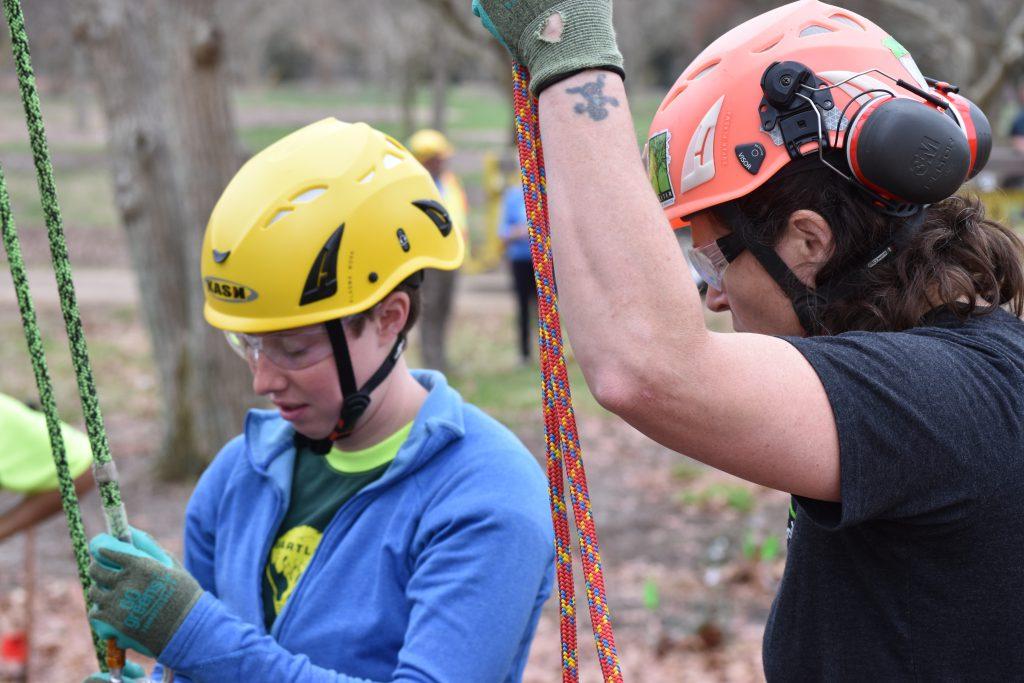 11 field day climbing 4 1024x683 - Bartlett Women in Arboriculture